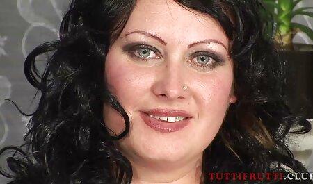 सफेद के साथ जूते में बूढ़ी सेक्सी मूवी इंग्लिश काली शौकिया महिला