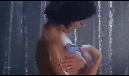 बस्टी मॉडल एक हिंदी सेक्सी एचडी मूवी वीडियो चिकनी डिल्डो के साथ खेलता है