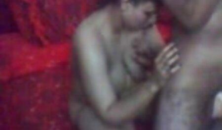 सौतेला बेटा एमआईएलए माँ पकड़ा और उसे बकवास फिल्म सेक्सी मूवी करने के लिए आकर्षित