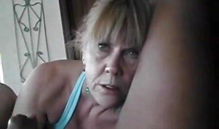 सेक्सी टीन बेब बेडरूम में सेक्सी पिक्चर फुल मूवी डिल्डो के साथ खेलता है