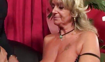 किंकी मिल्फ़ शांडे फे मास्क में मुर्गा चूसता है! बीएफ सेक्सी मूवी साउथ