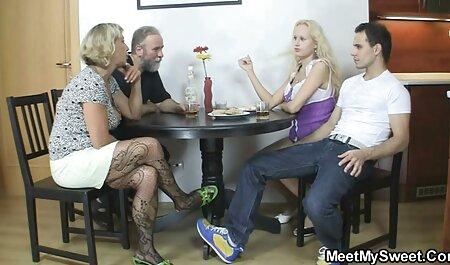 समूह सेक्स - एक ग्रिल के मूवी सेक्स फिल्म साथ परिपक्व युगल