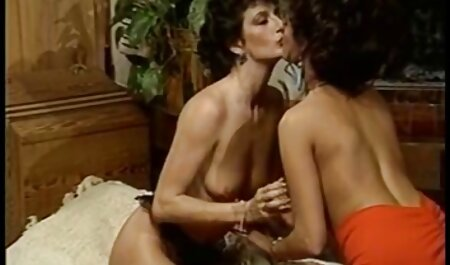 विशाल इंग्लिश सेक्स मूवी सेक्स डिल्डो के साथ उसकी गधा fisting और भराई