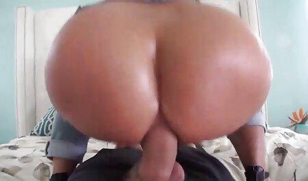 सेक्सी टीन लेस्बियन अपने सेक्स गेम्स में काजल राघवानी की सेक्सी मूवी वाइब्रेटर का इस्तेमाल करती हैं