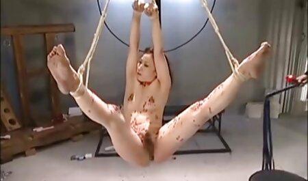ग्लोरीहोल में सेक्सी मूवी वीडियो हिंदी में पत्नी एक अजनबी को चूसने।
