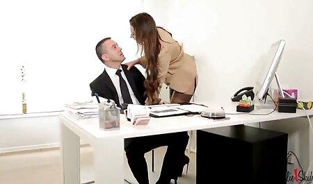 वह पारिवारिक सेक्सी मूवी एचडी में त्रिगुट में शामिल नहीं है